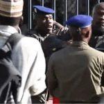 Immolations, marches et vol à l'arraché : Failles dans le périmètre sécuritaire du palais