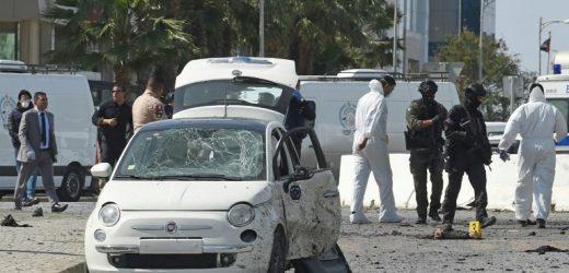 attentat-suicide devant l'ambassade américaine