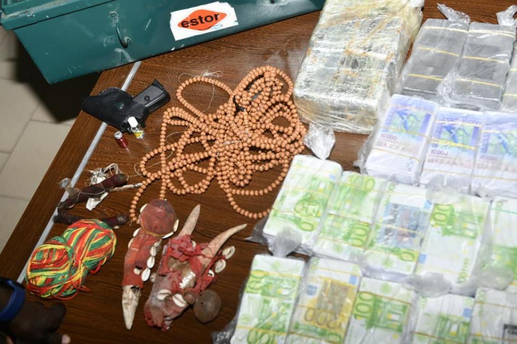 Le « marabout » remettait de faux billets à ses clients
